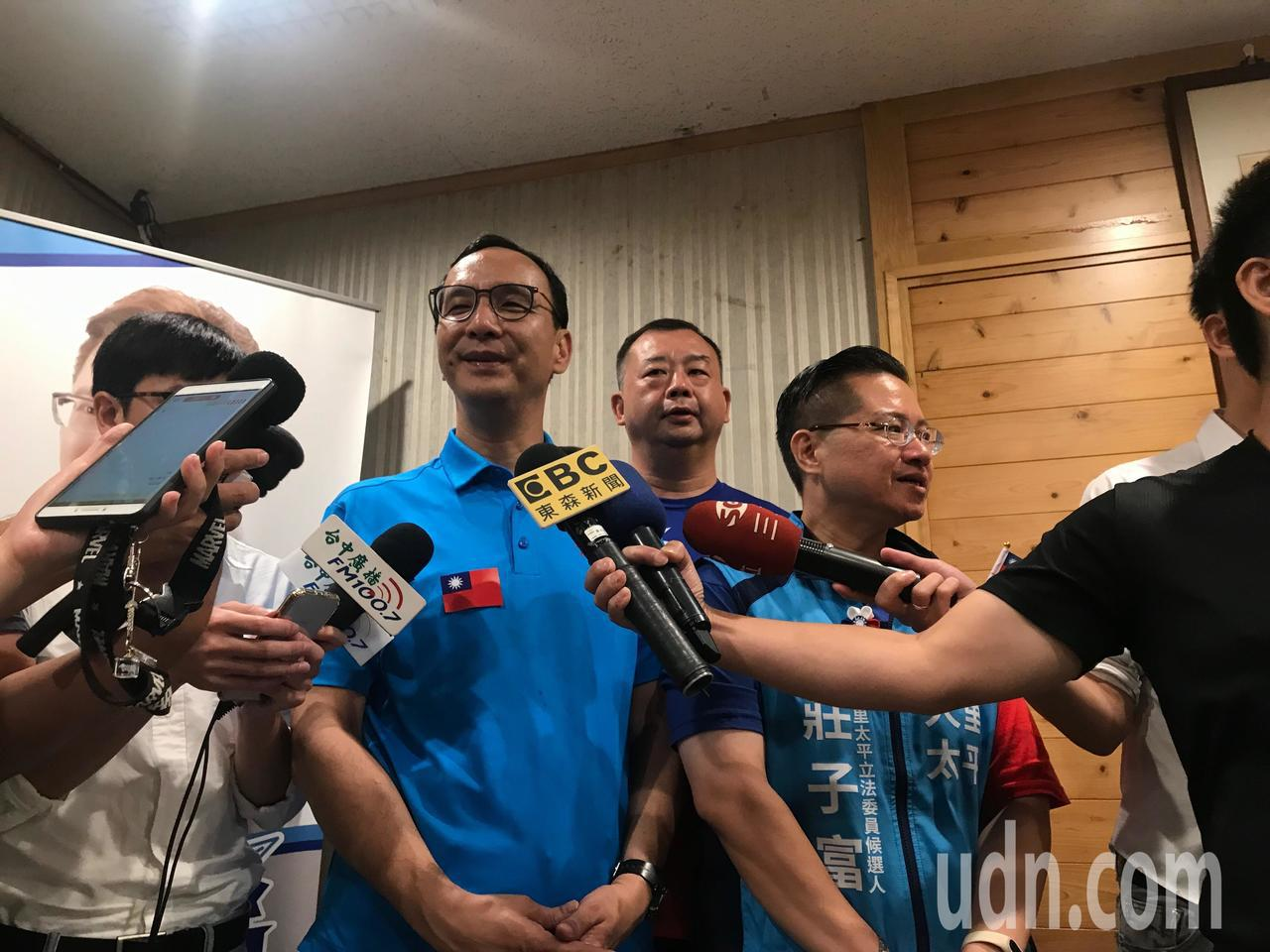 新北市前市長朱立倫今參加台中國慶升旗,並接受廣播訪問。朱立倫說,選舉只靠國民黨員...