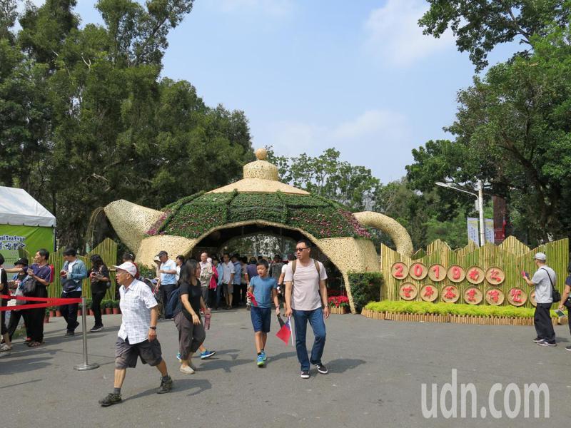 2019南投世界茶業博覽會邁入第10個年頭,今年仍在中興新村大操場正式開幕,展期11天。記者黑中亮/攝影