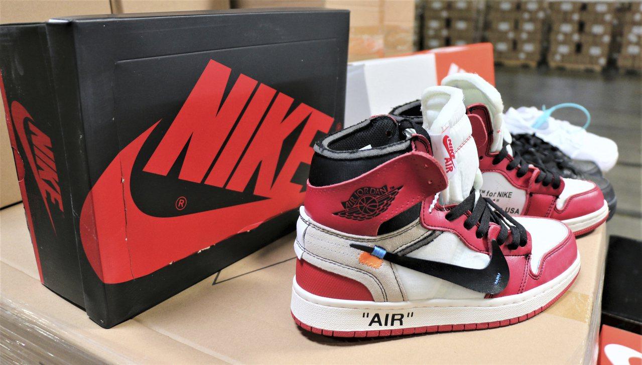 美國海關暨邊境保護局9日表示,一萬多雙來自中國的Nike山寨鞋,近日在洛杉磯-長...