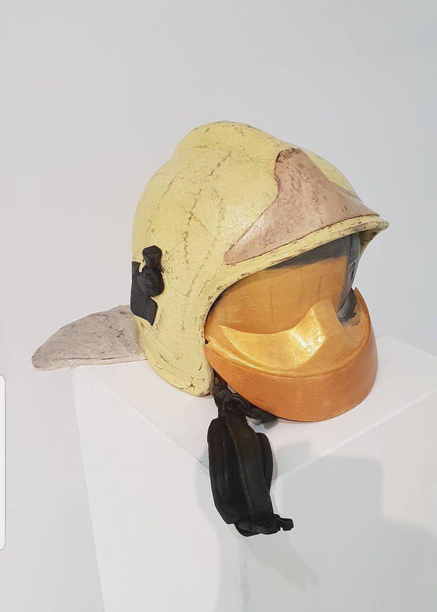 「待命」是由消防頭盔、消防衣及消防褲鞋三個元件所組成,乍看之下就跟真的消防裝備一...