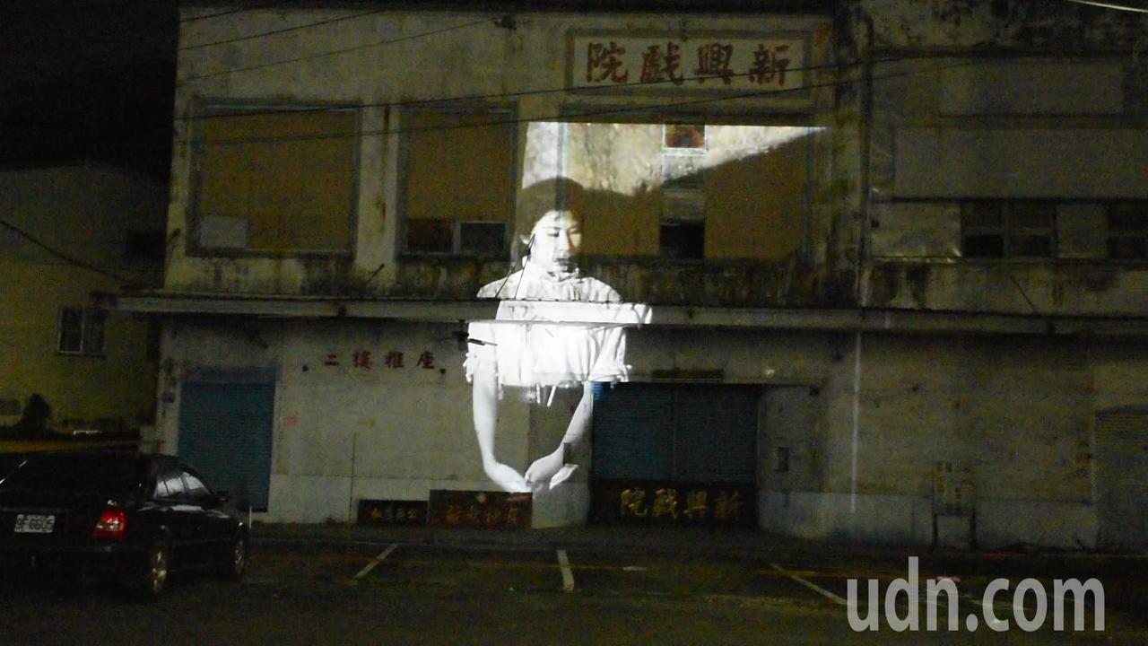 江明赫表示,今晚為新興戲院放映的最後一部電影為舊情綿綿。記者陳玫伶/攝影