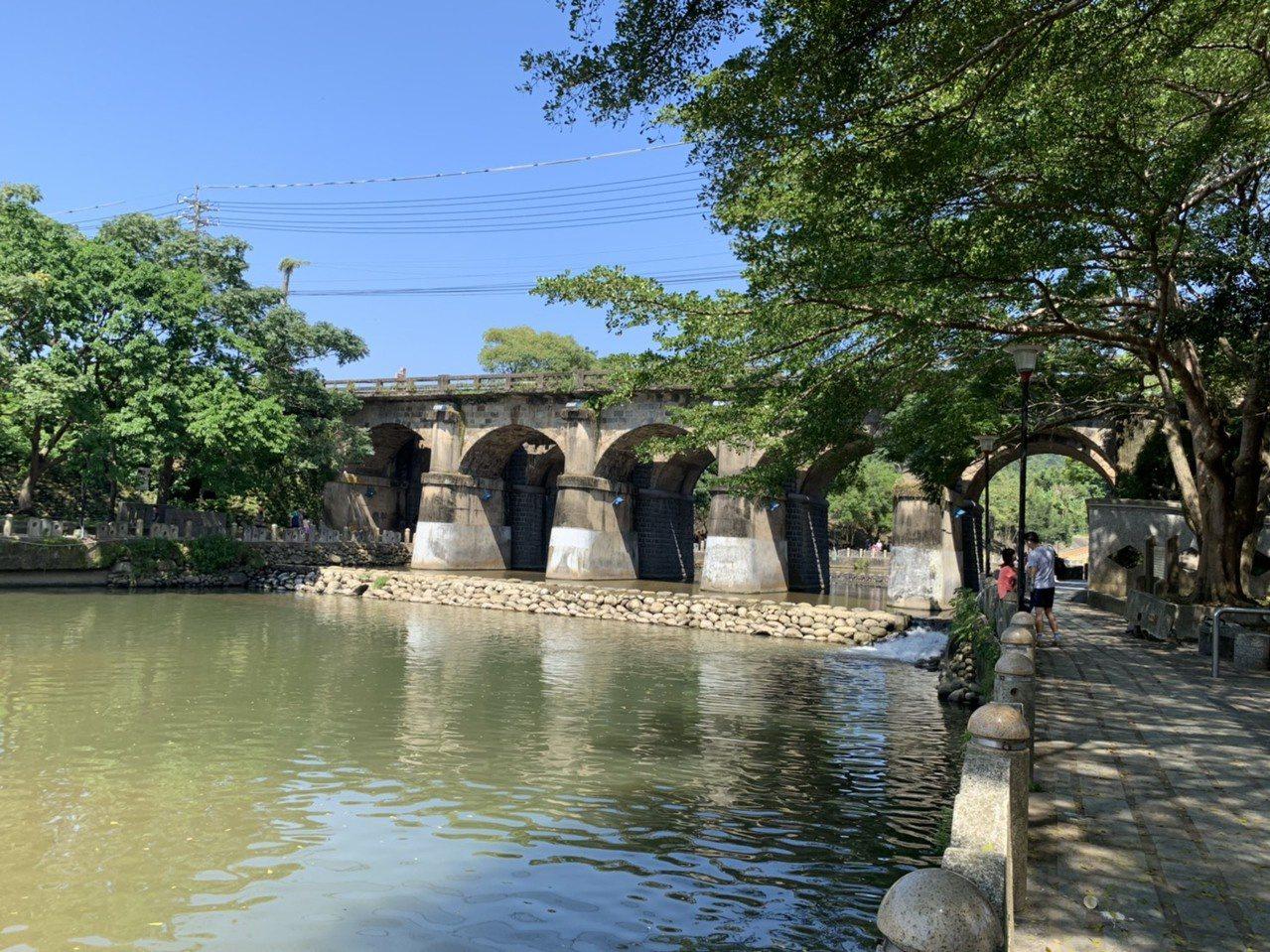 東安古橋市集未來每周六下午2點開始營運,邀請民眾逛市集順便到一旁的牛欄河走走,欣...
