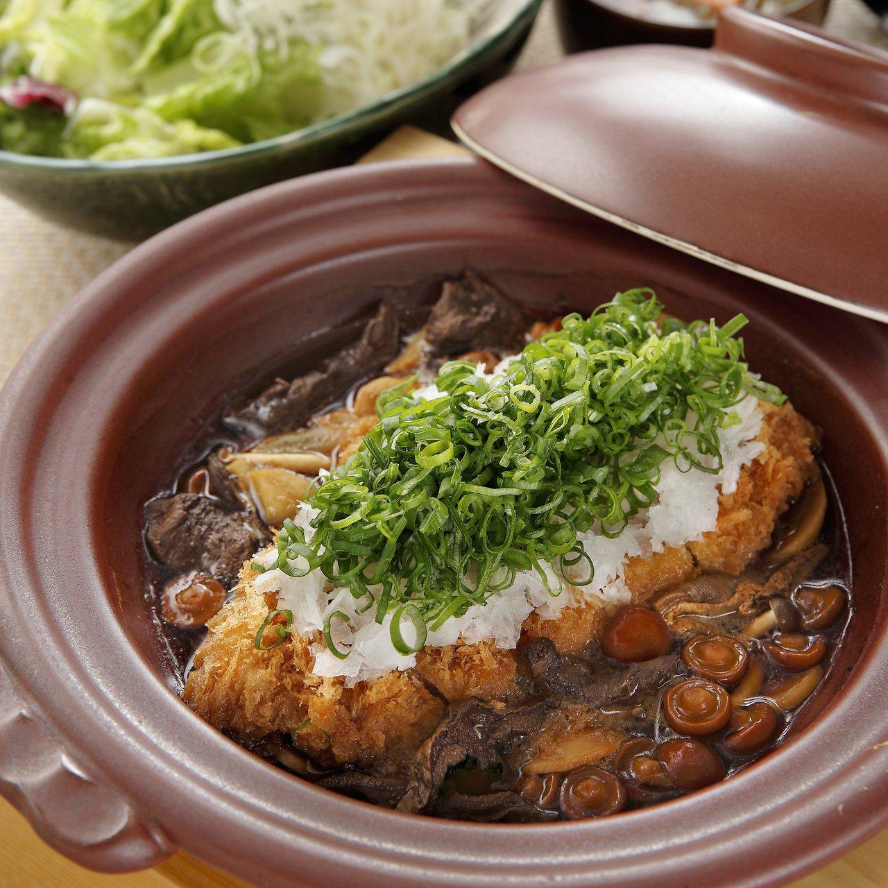 勝勢豬排推出期間限定的牛肝菌綜合菇里肌豬排鍋膳套餐。圖/勝勢豬排提供