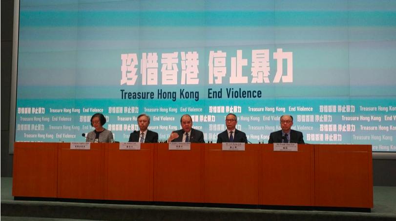 香港政務司司長張建宗今天下午表示,104名被捕的示威者為16歲以下,令人痛心。圖...