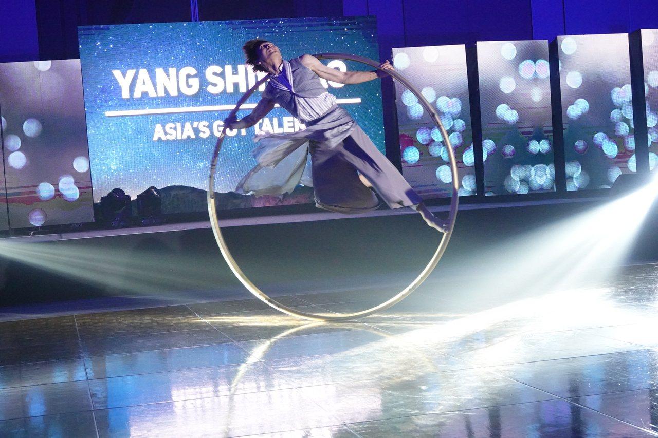 曾登上亞洲達人秀、來自台灣的大環表演者楊世豪。記者毛琬婷/攝影