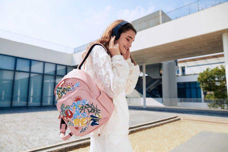 Kipling與Angel Chen聯名系列TROY後背包,5,980元。圖/K...