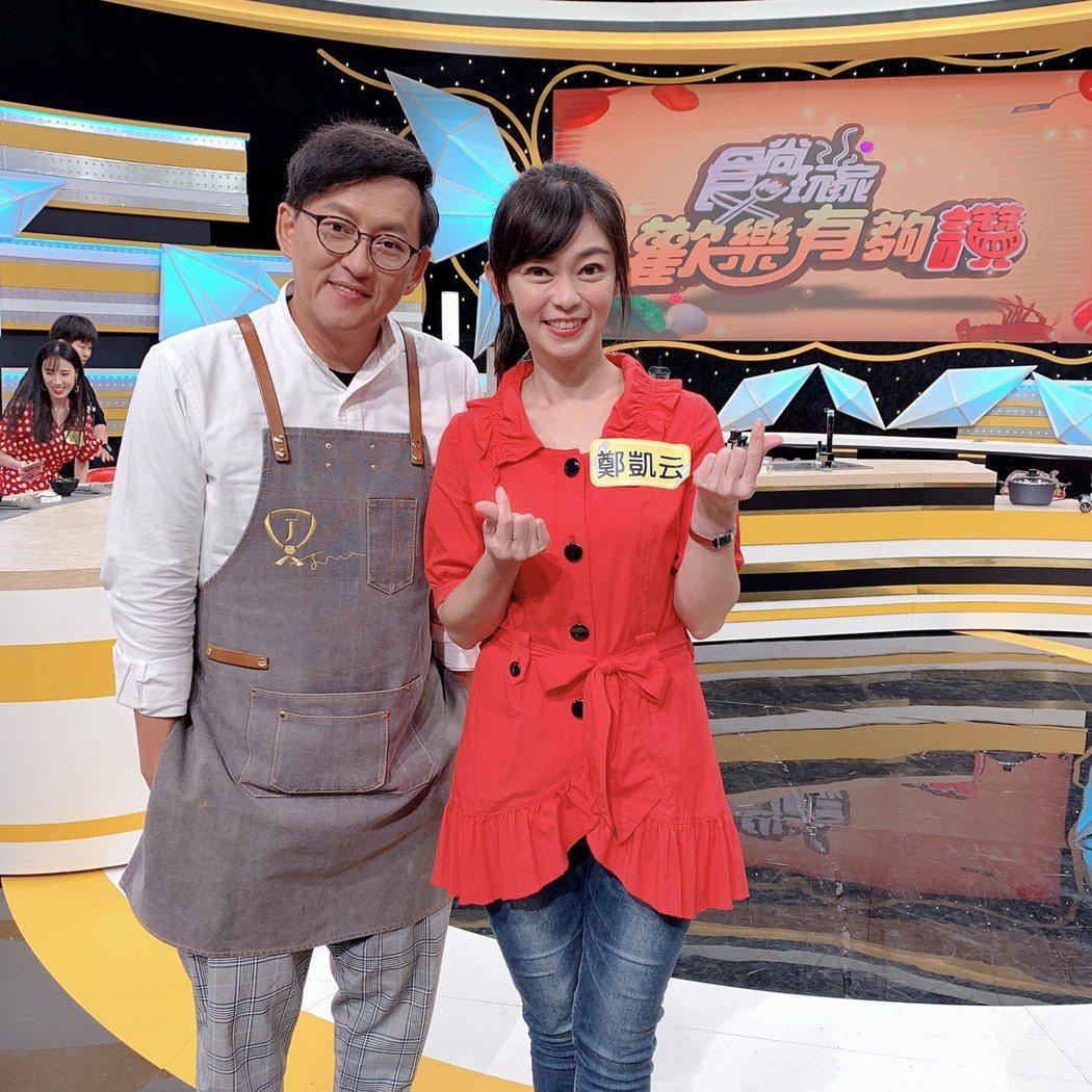 鄭凱云(右)和詹姆士在節目上相認。圖/TVBS提供