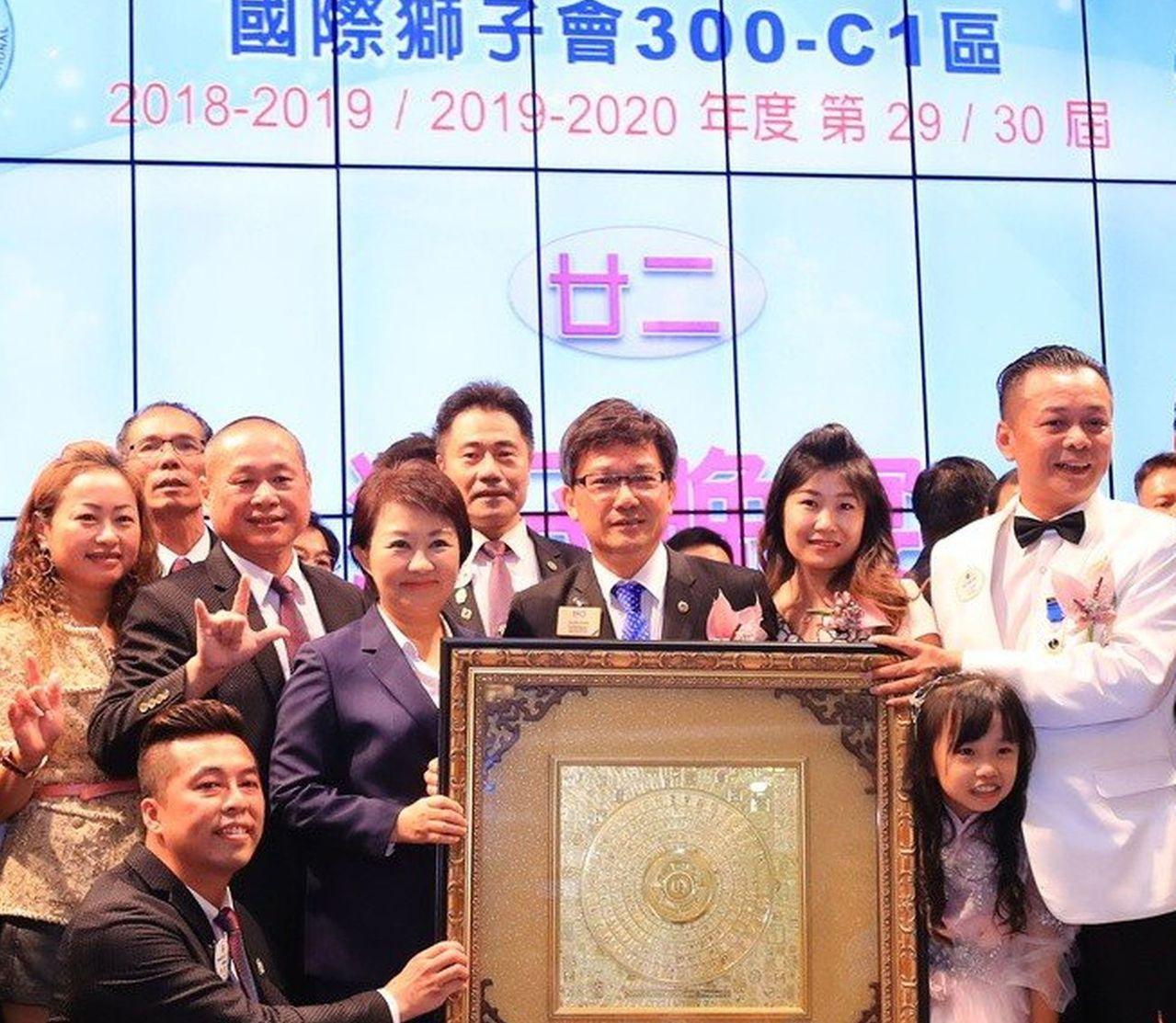 國際獅子會300-C1區新任總監謝文卿(右一)。圖/本報資料照片、記者陳秋雲攝影