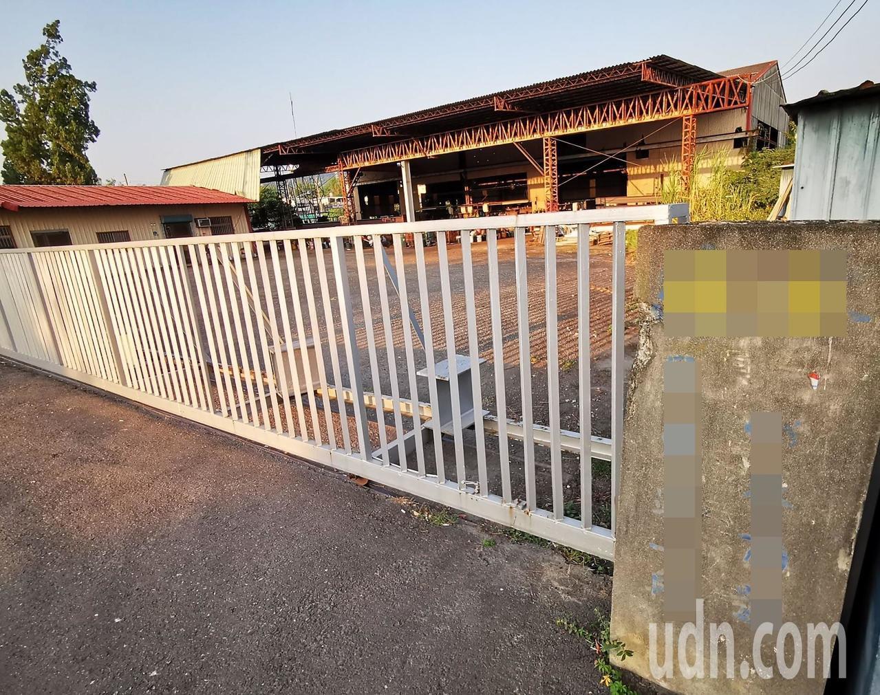 在南投工業區發生工安意外的鋼構公司位於員林市,事發後大門深鎖無人走動。記者凌筠婷...