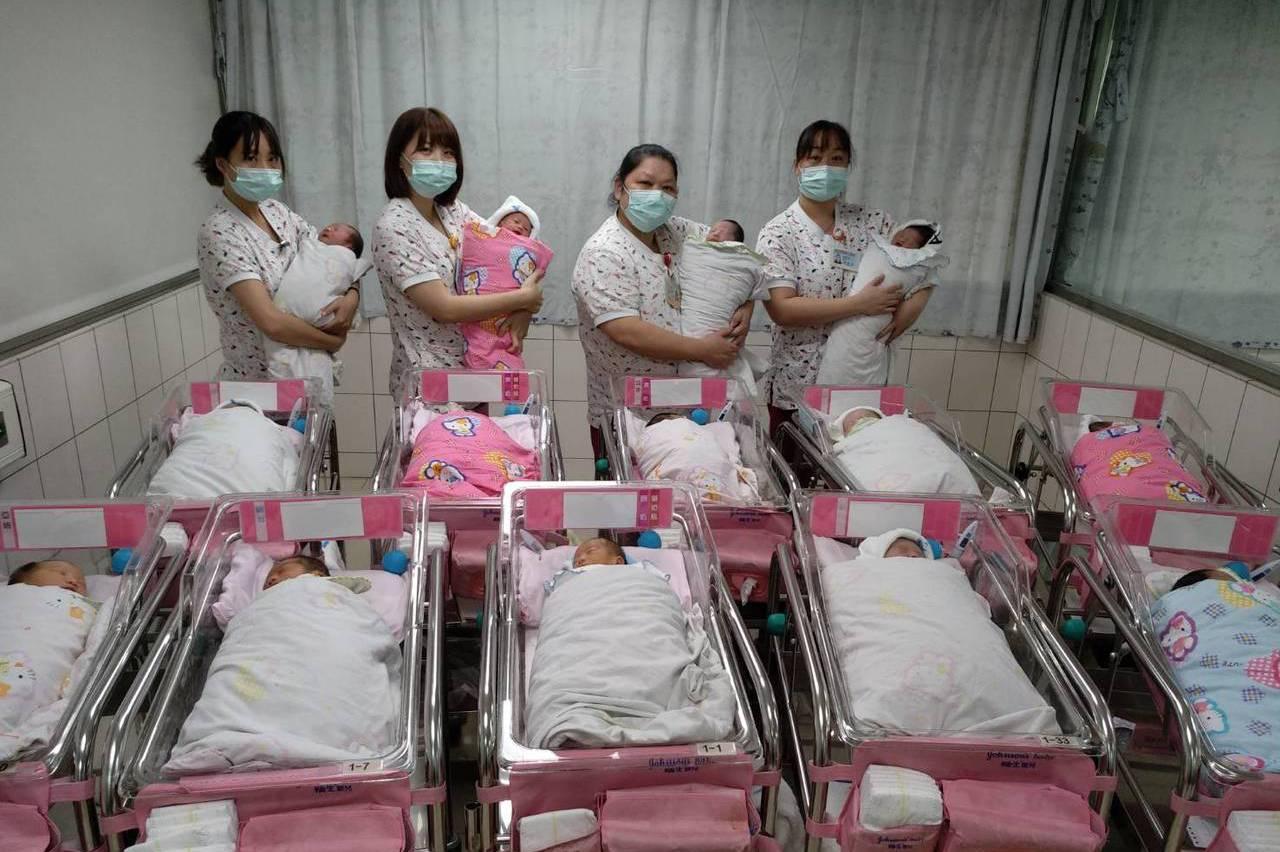 桃園宏其、秉坤婦幼醫院 31名國慶寶寶誕生