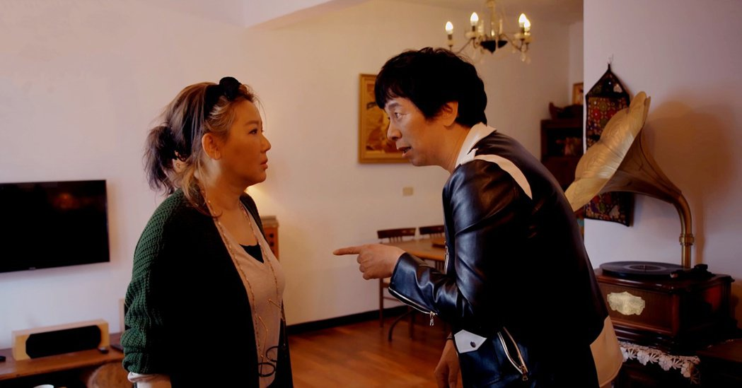 曹西平(右)、藍心湄戲裡戲外都有好交情,拍攝默契佳。圖/拙八郎提供
