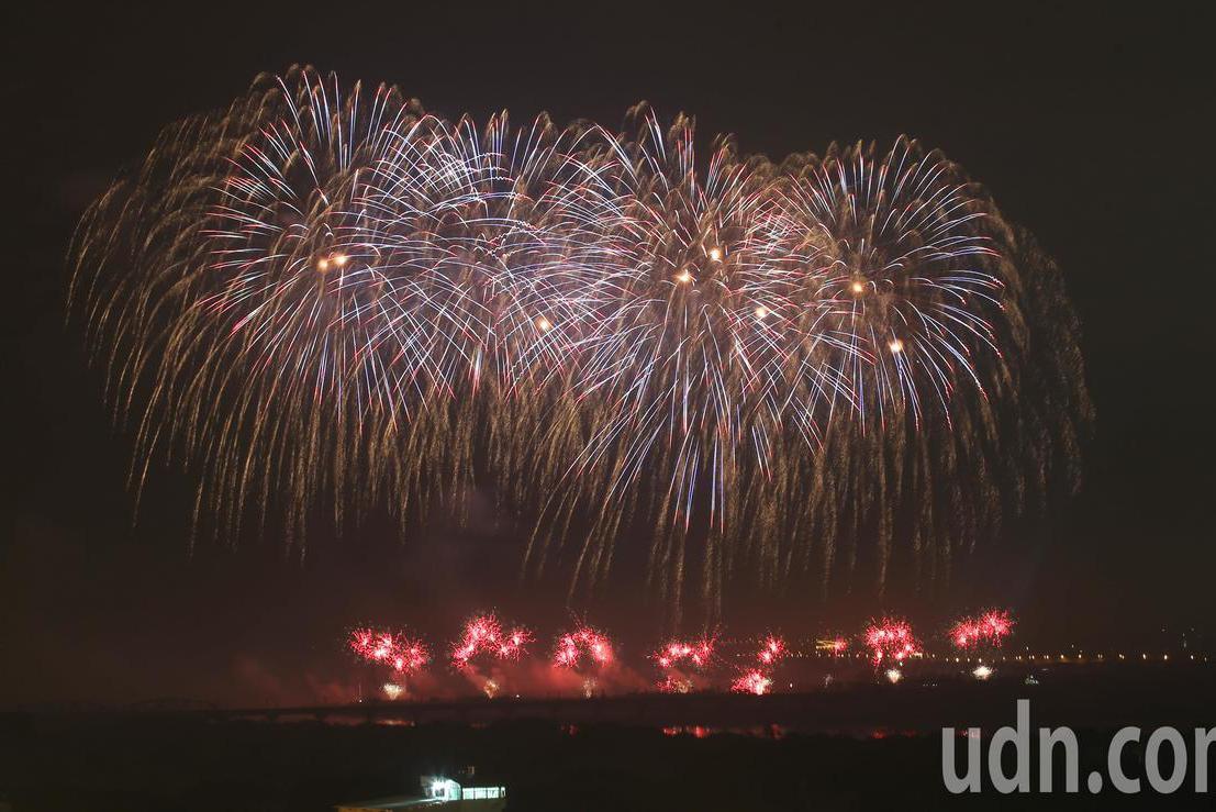 國慶焰火在屏東 潘孟安:現場超過12萬人