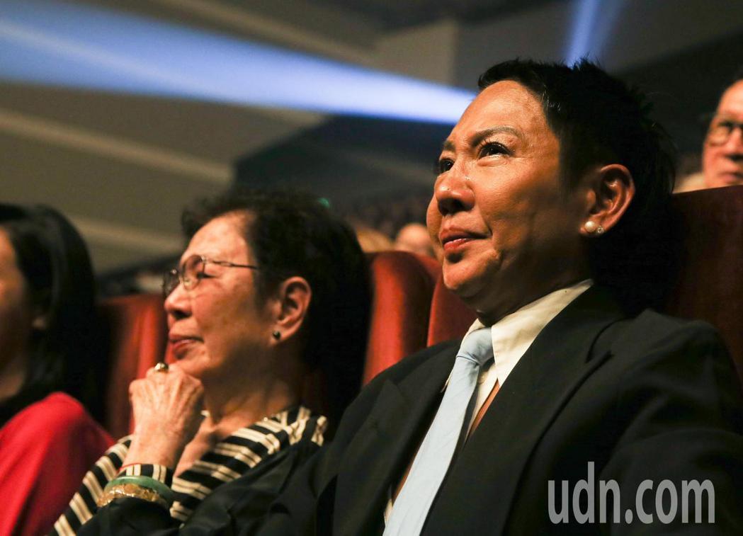黃大煒晚上在TICC舉行演唱會,他感謝女友的母親與天上的父親,讓女友Vicky感...