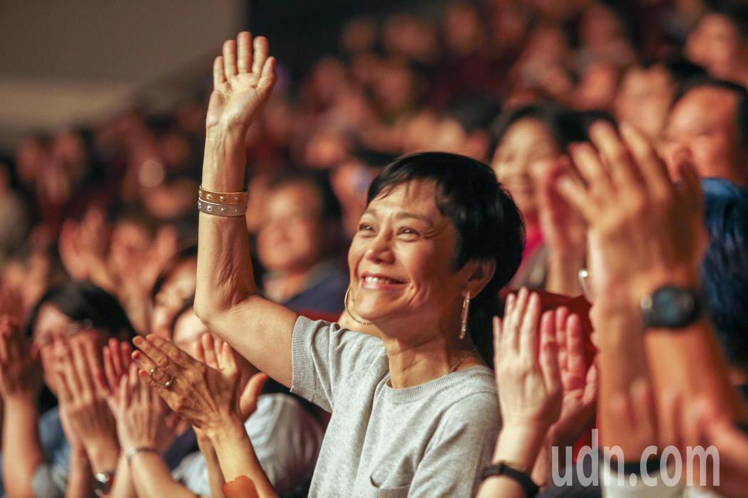 黃大煒晚上在TICC舉行演唱會,他感謝張艾嘉(圖)出席。記者鄭超文/攝影