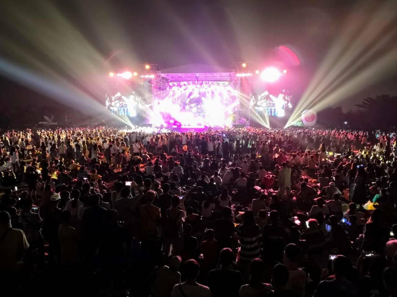 高雄舊鐵橋溼地音樂會吸引眾多人潮。圖/高市府觀光局提供