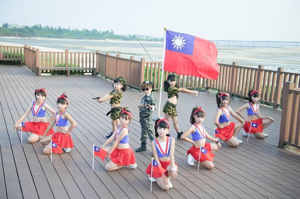 網友發起國慶「國旗接龍」PO照 催化愛國心