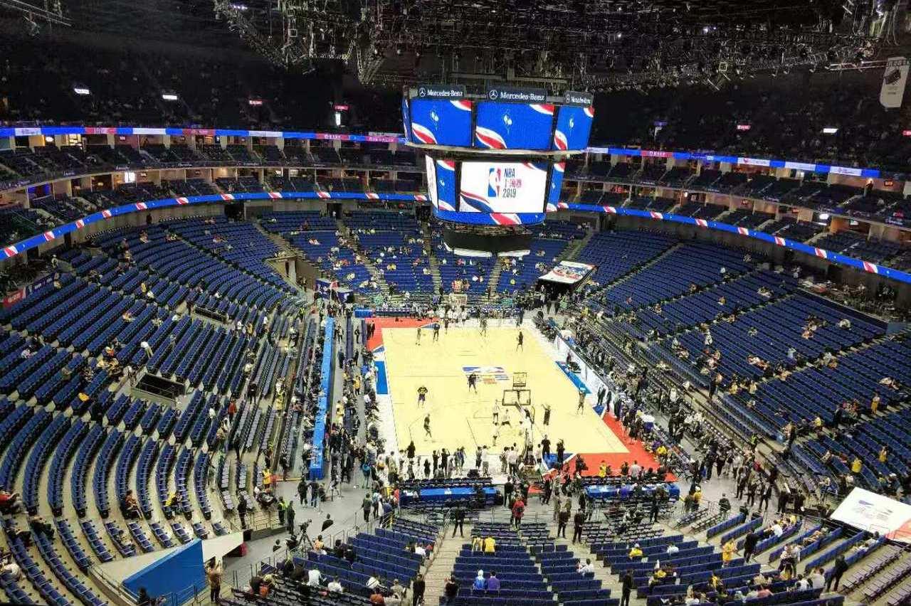 NBA中國賽首戰上海開打 進場看球坐滿七八成