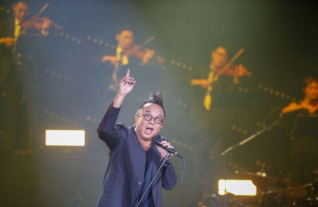 黃大煒今晚開唱,打趣歡迎粉絲來到他的家。記者鄭超文/攝影