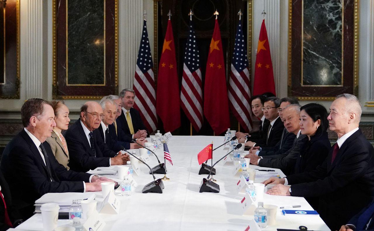 今年2月美中代表團在華府舉行貿易談判,美國和中國大陸的貿易戰已超過十五個月。(法...