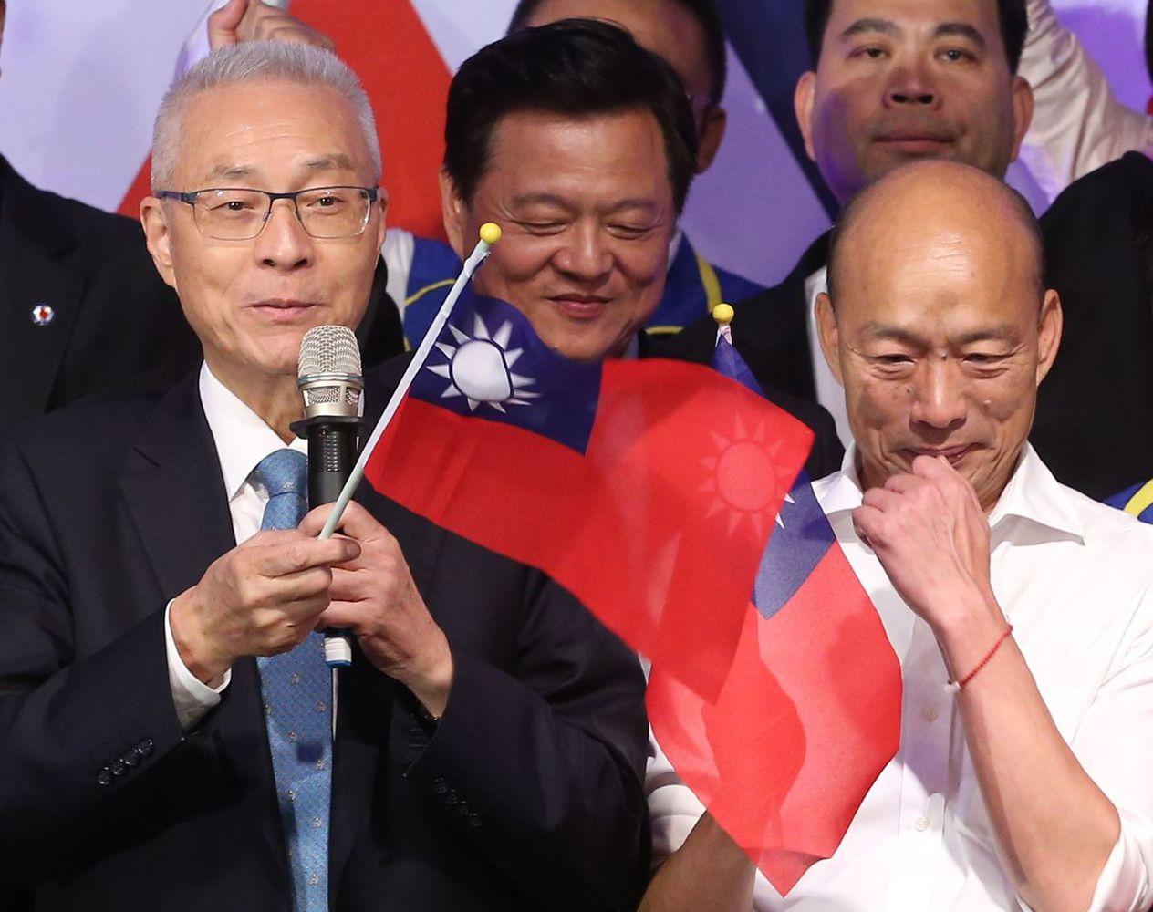 國民黨主席吳敦義(左)希望蔡總統以後不要再講「這個國家」。 圖/聯合報系資料照片