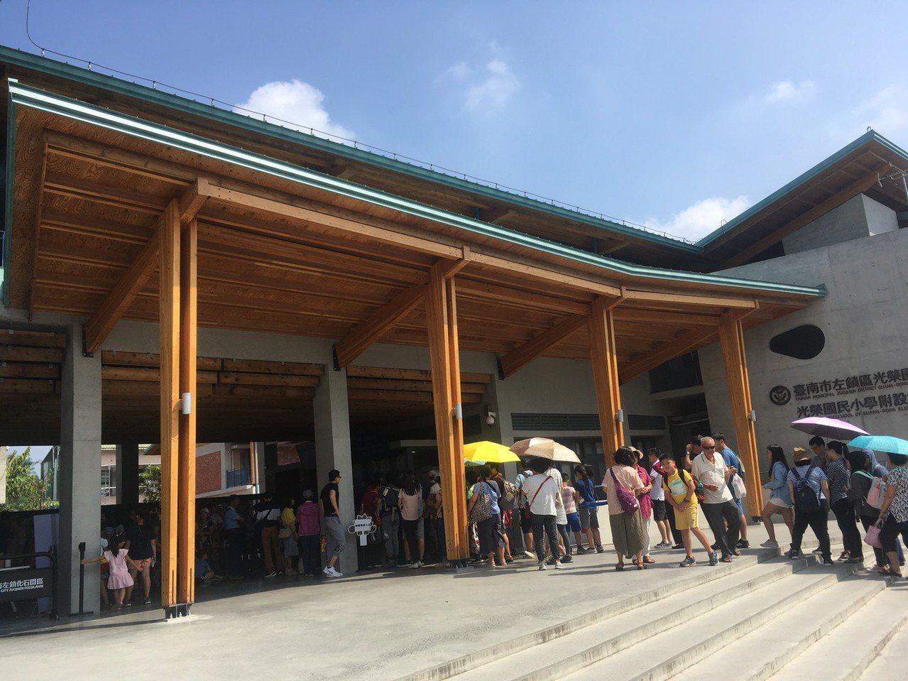 今天好天氣,景點大排長龍,圖為台南左鎮化石園區。記者雷光涵/攝影