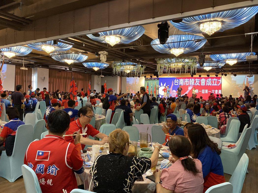 台南市韓友會昨天舉辦成立大會,並設「寒國魚庶民宴」。記者鄭維真/攝影