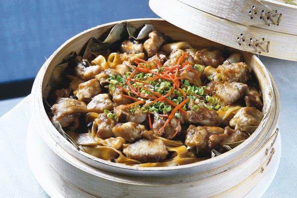 常聚「豉汁肉排蒸河粉」帶著微微的辣度、豆豉的鹹度與荷葉的清香,每口都有滋有味,每...