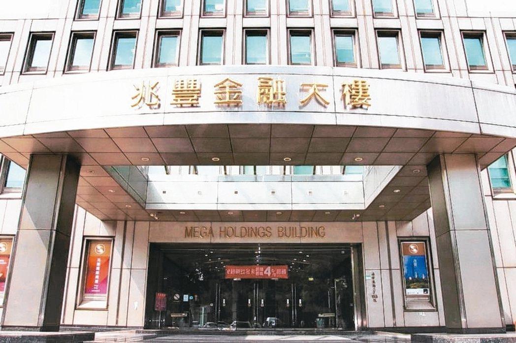 兆豐金控集團工會曾公開聲明要求將銀行實施的新版員工持股信託制度,擴大套用至所有關...