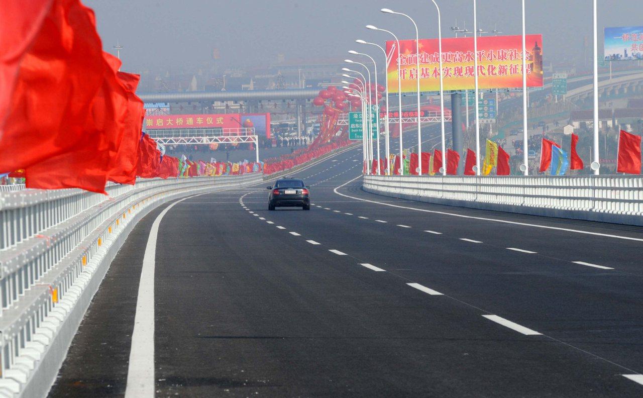 江海明珠巡禮/交通大動脈貫通 啟東工業區10分鐘上高速路