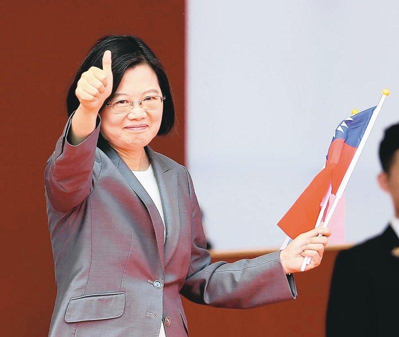 蔡英文總統昨天於國慶大典發表演說,指出「中華民國台灣」6個字,既不是藍色、也不是綠色,這就是整個社會最大的共識。 記者林澔一/攝影
