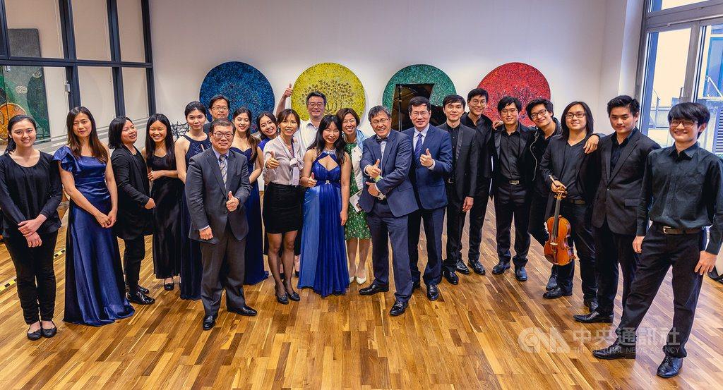 年輕一輩的台灣古典樂手到歐洲樂壇發展,日前他們在駐德代表處同台演出,14日他們將...