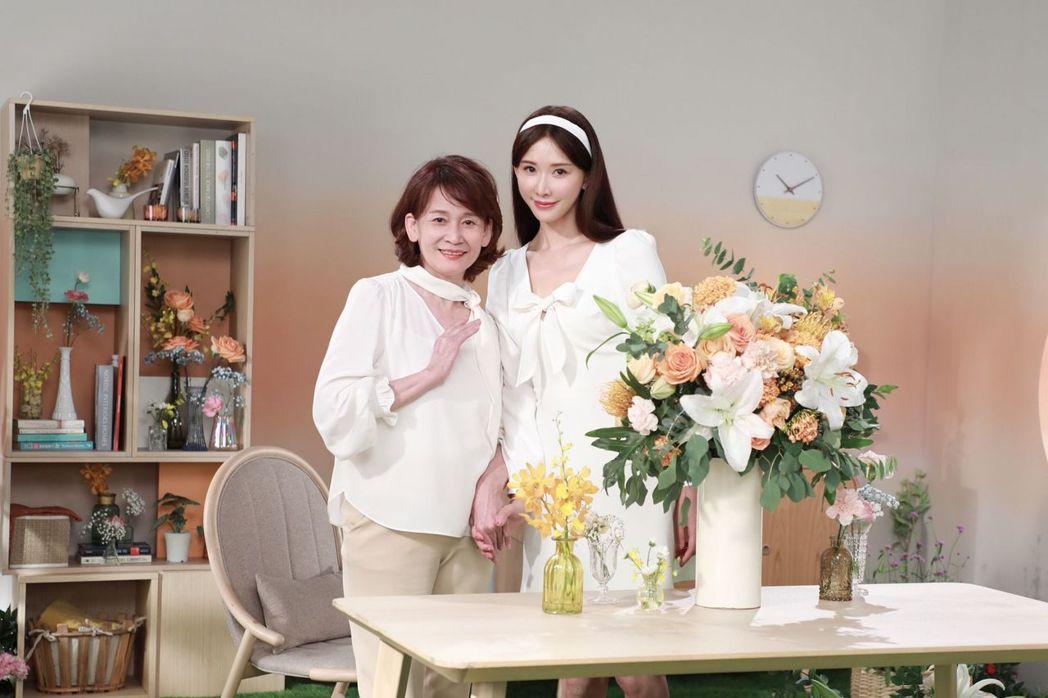 林志玲與媽媽一起拍廣告。 圖/擷自林志玲臉書