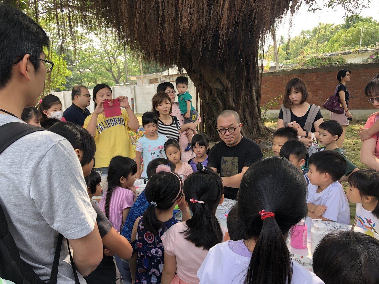 高雄市十月舉辦眷村系列活動,安排「眷村講堂」。圖/高雄市文化局提供