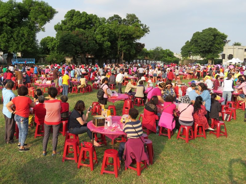 「眷村回娘家」活動吸引眷村人重聚首。圖/高雄市文化局提供