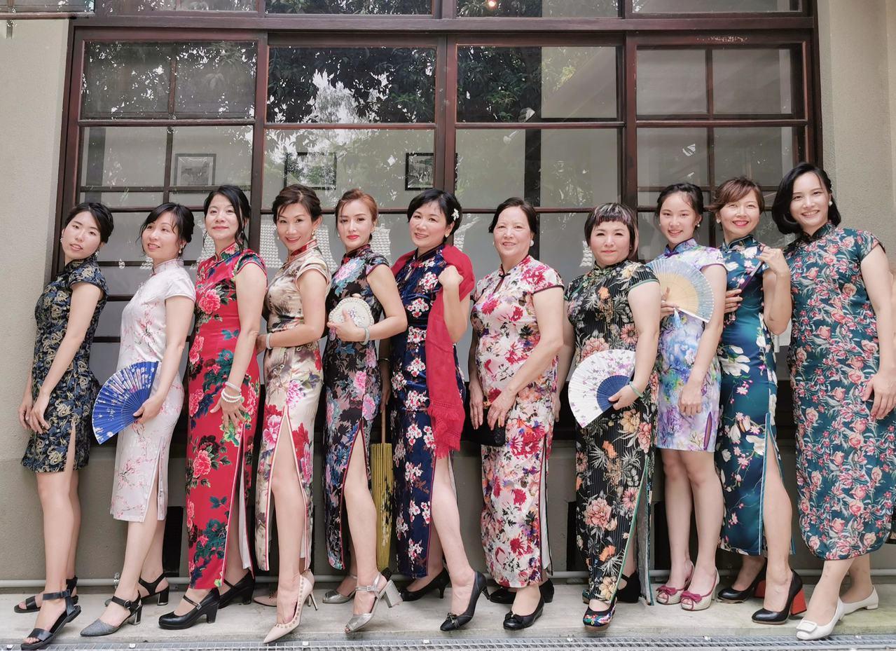 穿著旗袍遊眷村,讓眷村文化更鮮活。圖/高雄市文化局提供