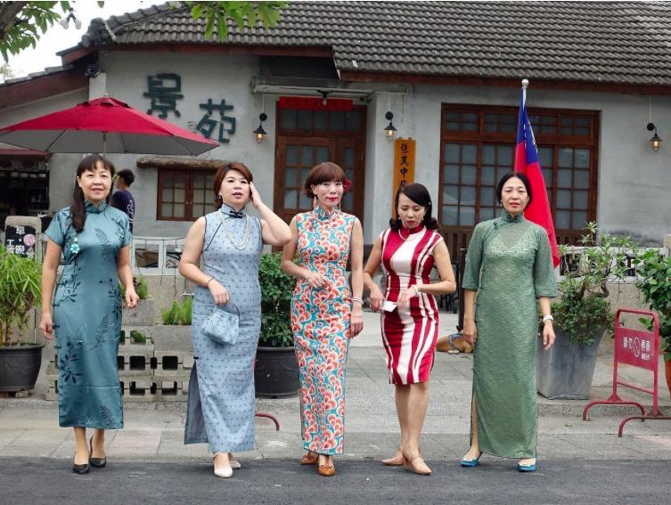 民眾租旗袍遊眷村,能有穿越時空般的感受。圖/本報資料照片