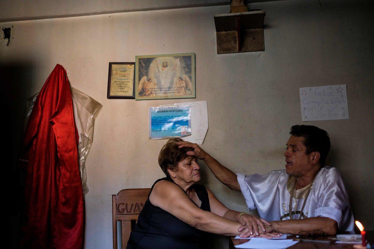藥品短缺,委內瑞拉人生病時改投民俗療法。法新社
