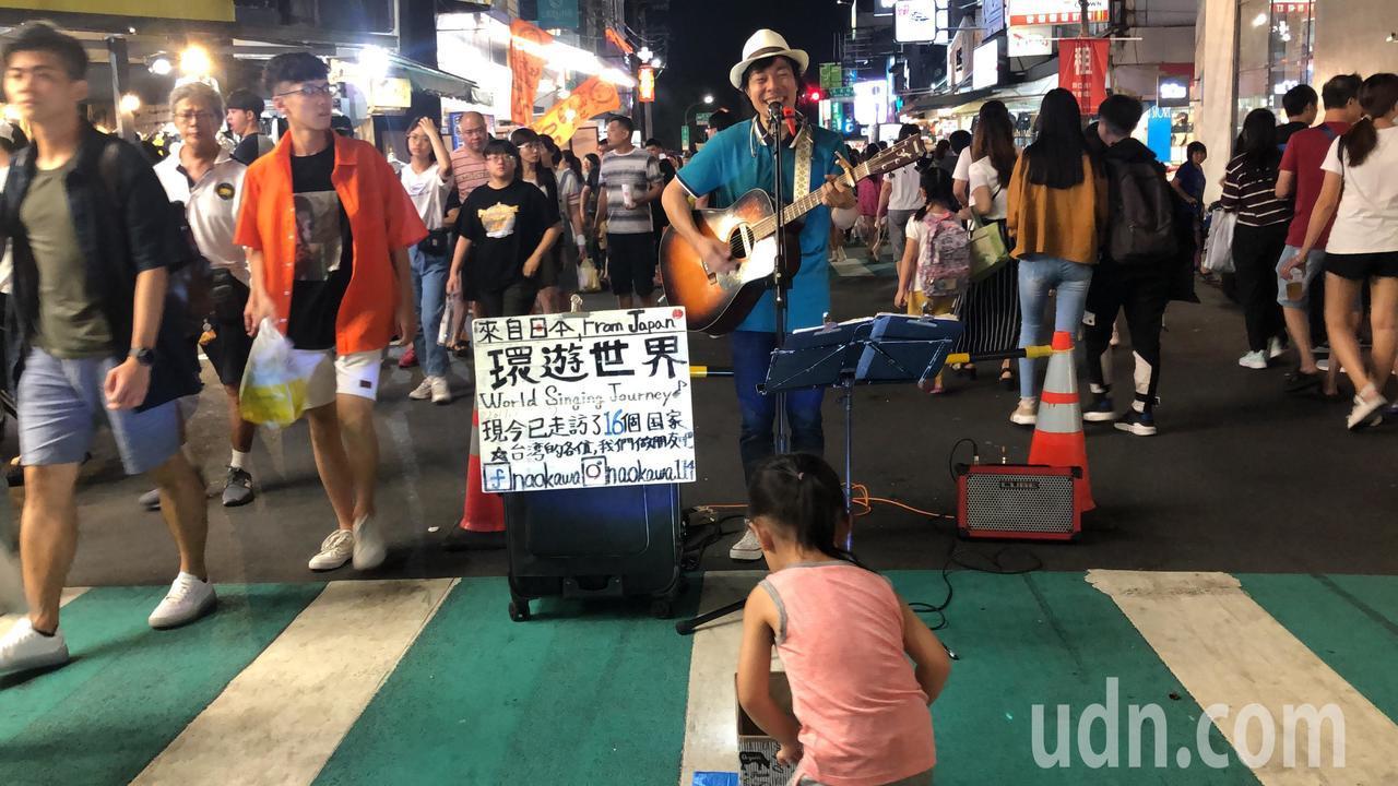 日本街頭藝人搶國慶觀光商機 文化路夜市表演打賞豐