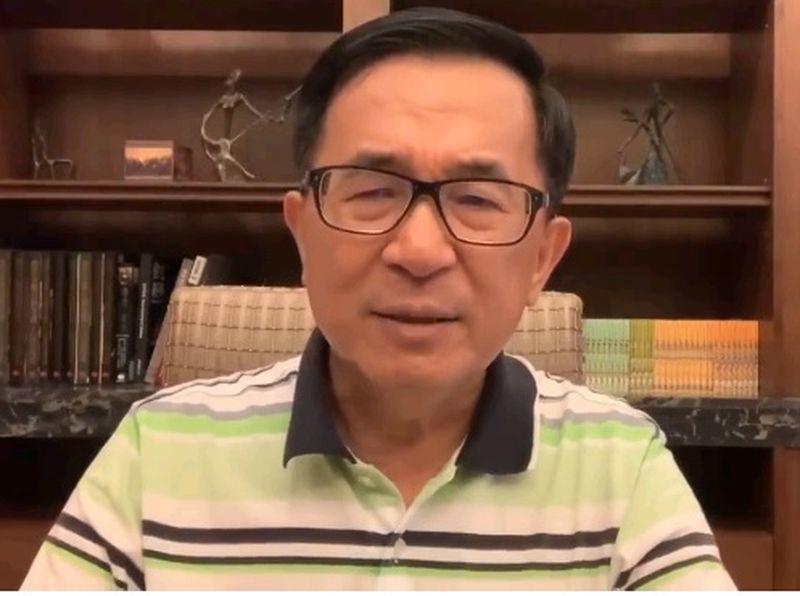 前總統陳水扁在臉書氣批不能參加國慶大會之事,並質疑之所以不能參加,是總統府「棄扁...