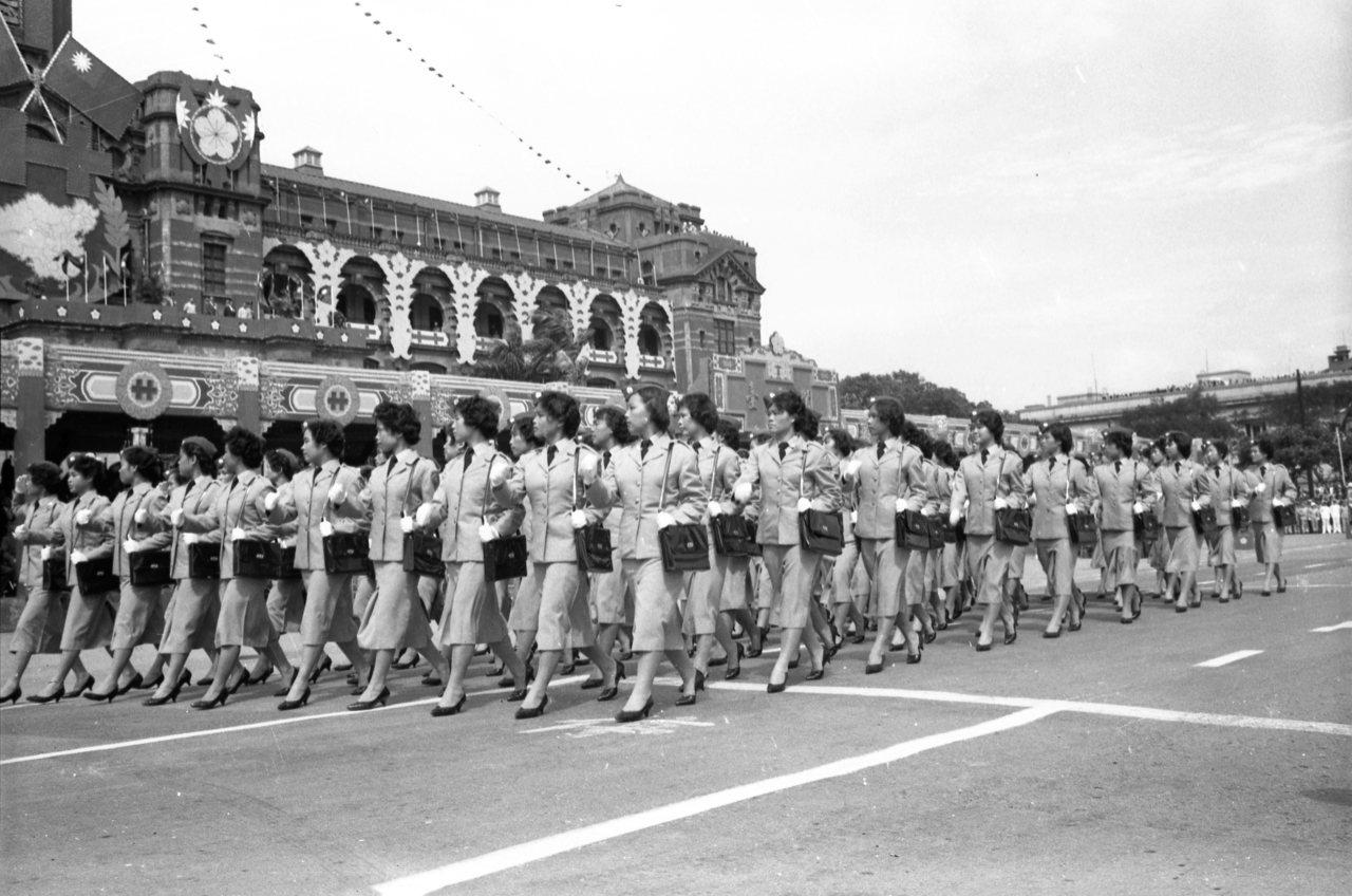 「木蘭隊」在1960年國慶閱兵上首次亮相。 本報資料照