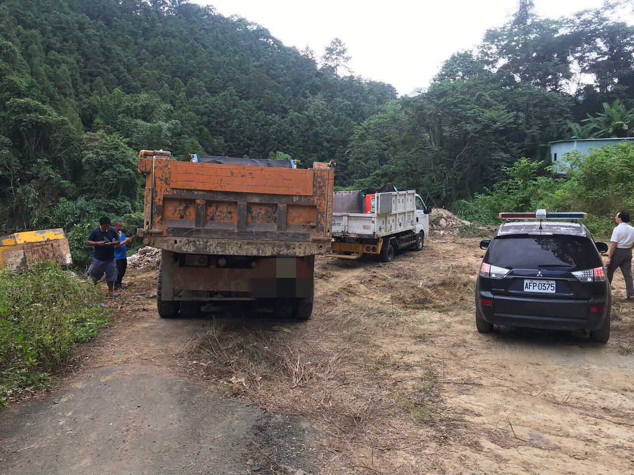 黃姓司機以為來到北埔鄉偏僻的山區傾倒廢棄物不會被發現,特地從新竹市區翻山越嶺來鋌...