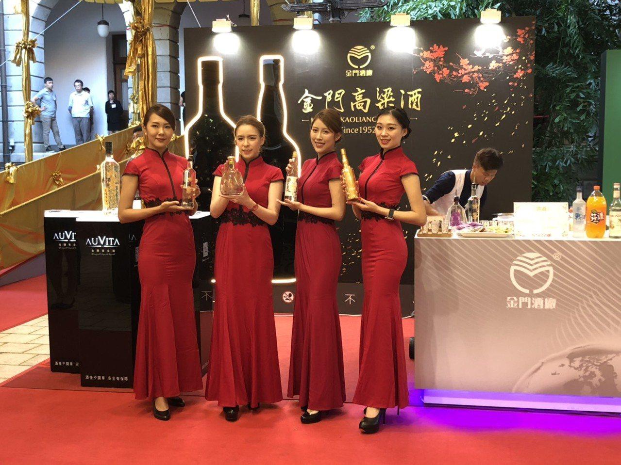 金酒公司在國慶酒會中,也同樣亮眼,除了展出獲獎酒品外,更在攤位上展示了2款新品,...