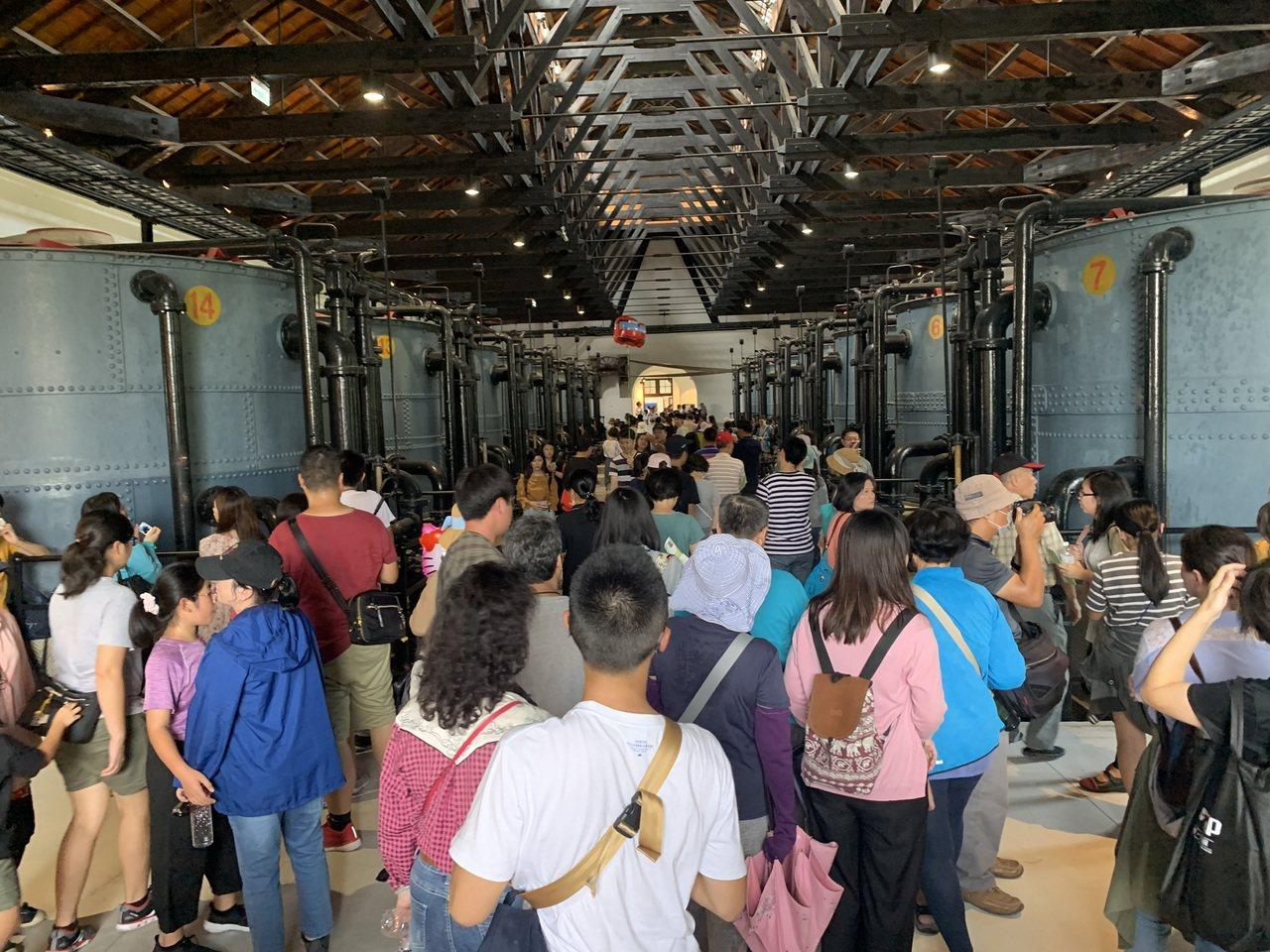 台南山上花園水道博物館雙十國慶連假吸引爆滿遊客。圖/文化局提供