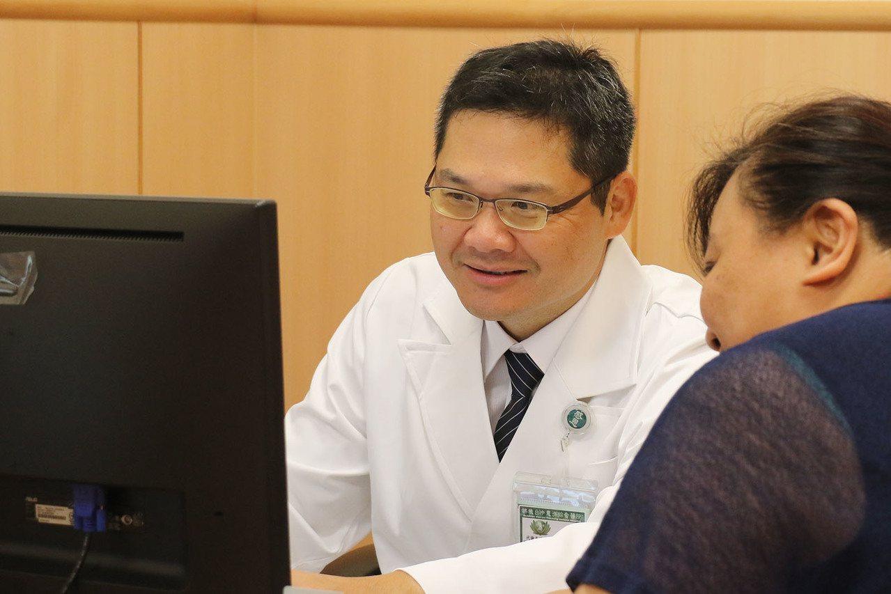 台中慈濟醫院代謝及減重中心主任李旻憲提醒肥胖是慢性疾病,呼籲做好健康管理。圖/台...