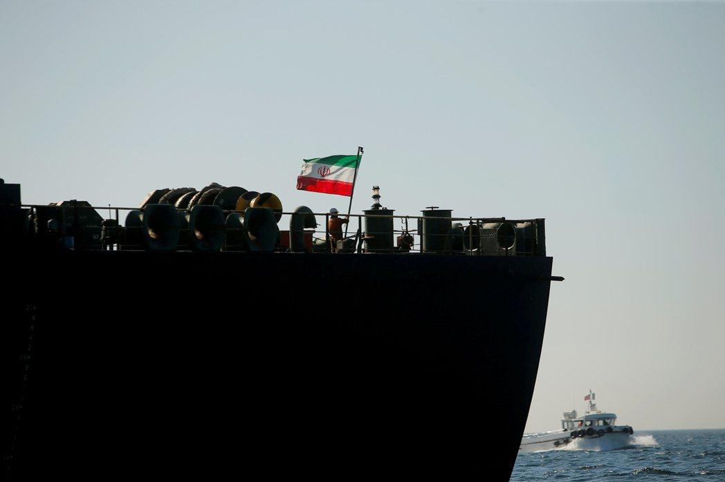 市場傳出有一艘伊朗國家石油公司所屬的油輪,在沙烏地阿拉伯吉達外海爆炸。 圖為伊朗...