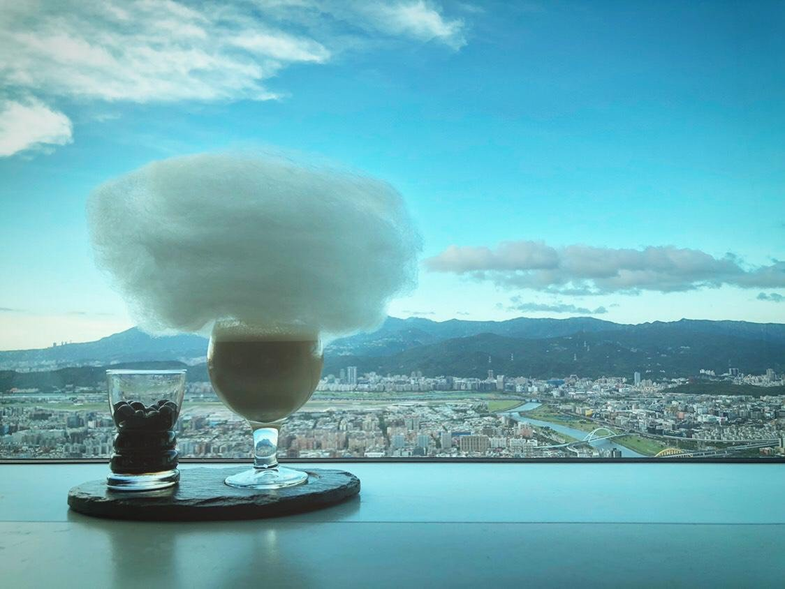 Bar88充滿特色的雲朵咖啡。圖/台北101提供