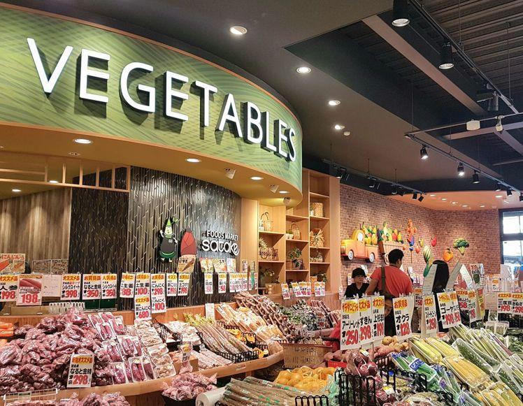 牆面視覺設計是日本設計師西川隆超市設計重要元素之一。記者何雅玲╱攝