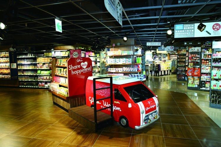 西川隆在台灣的第二件作品是全聯天母天玉店,特色之一是分區陳列的清楚購物動線。圖╱...