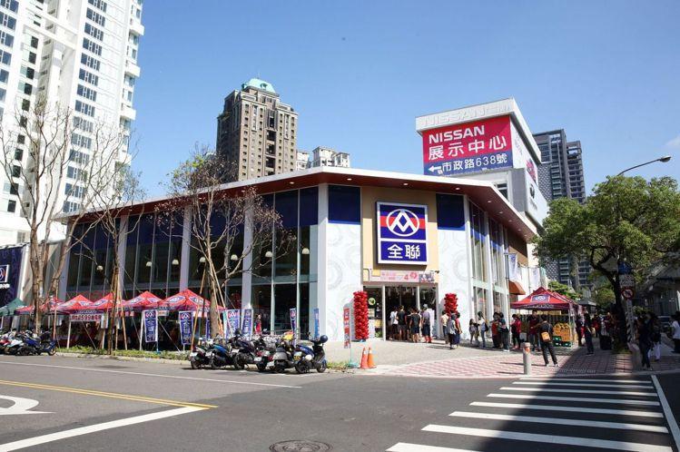 由西川隆操刀設計的全聯台中市政店有「全聯最美分店」之稱。圖╱全聯提供