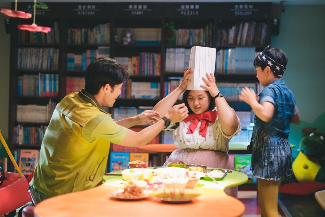 蔡嘉茵(中)以「大餓」入圍金馬獎最佳新人獎。圖/一晌電影提供